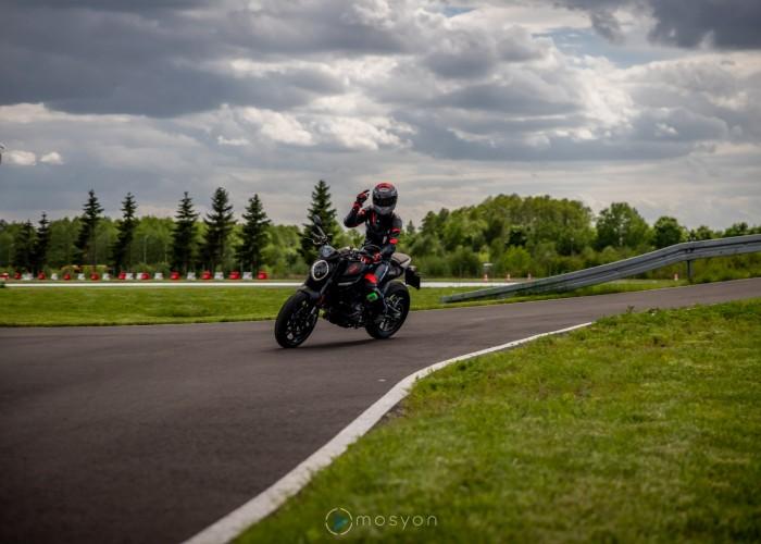 02 Testy prasowe Ducati Monster 2021