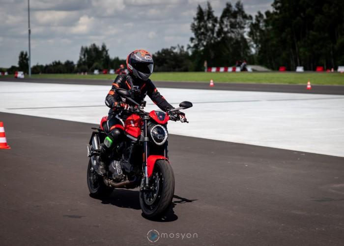 04 Testy prasowe Ducati Monster 2021