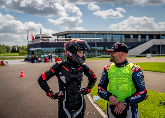 08 Testy prasowe Ducati Monster 2021