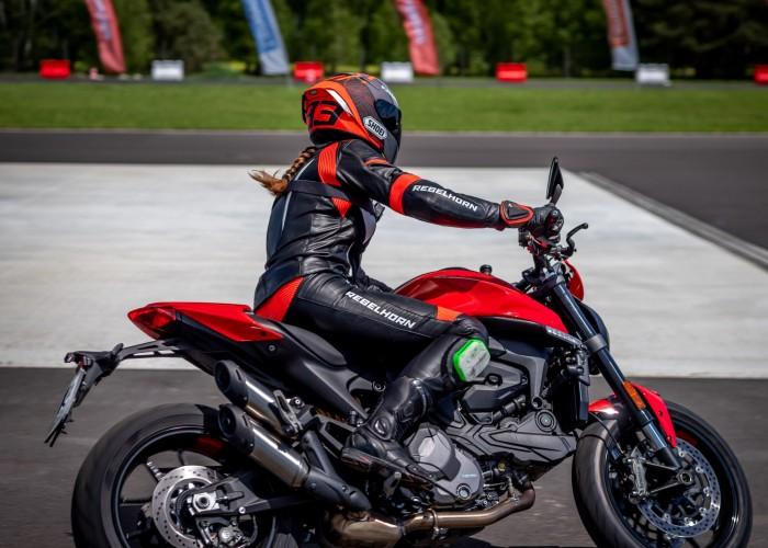 11 Testy prasowe Ducati Monster 2021