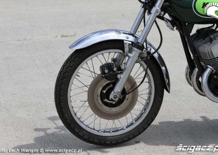 09 Kawasaki H1 Mach 3 kolo przod