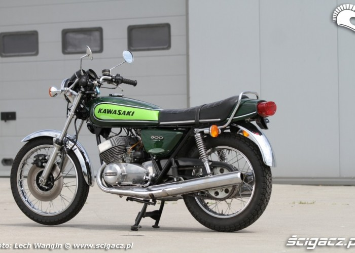 16 Kawasaki H1 Mach 3 poza
