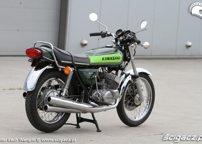 30 Kawasaki H1 Mach 3 z boku