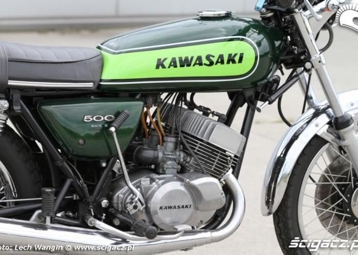 32 Kawasaki H1 Mach 3 z bliska