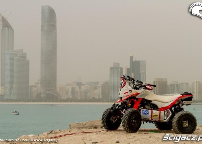Quad i wiezowce Abu Dhabi Desert Challenge 2012