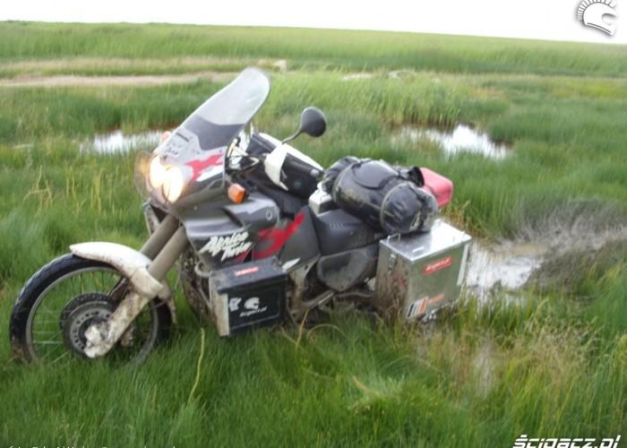 motocykl w blocie