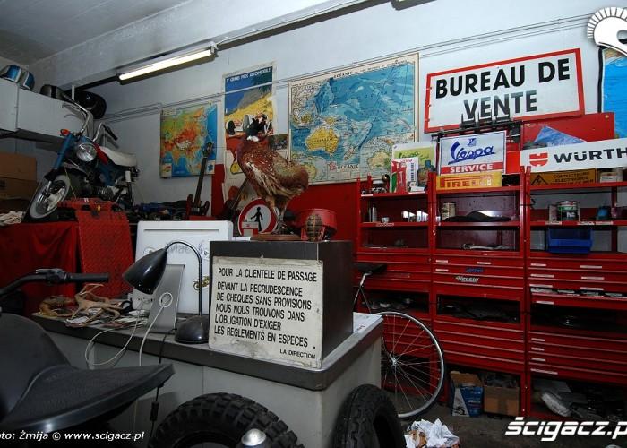 Warsztat Blitz Motorcycles od srodka