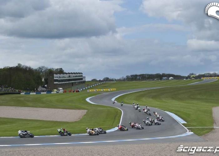 BMW prowadzi Donington Park Superbike