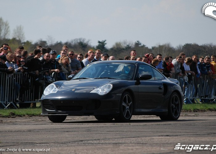 Czarne Porsche wyscigi