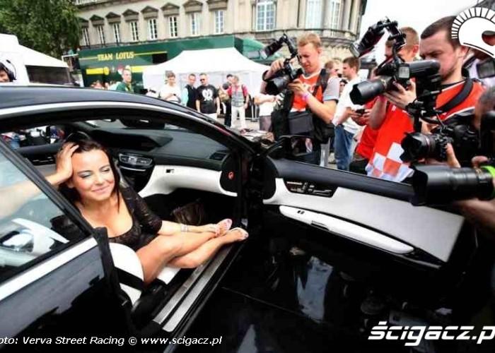 Anna Mucha w samochodzie
