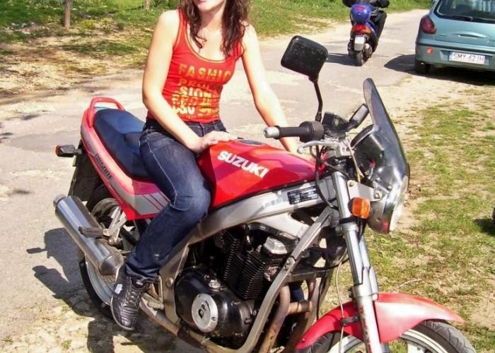 16 dziewczyna na motocyklu