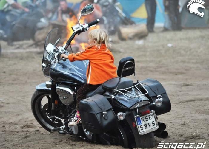 20 dziewczynka na moto