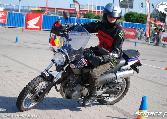 Honda SLR jazda Gymkhana