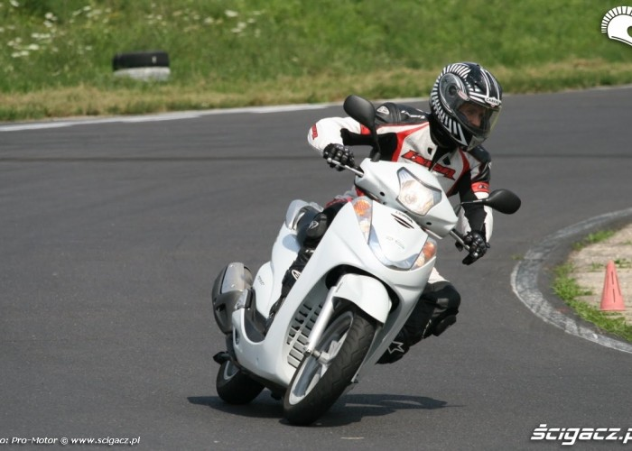 laska na skuterze Fun and Safety Pro-Motor LUBLIN