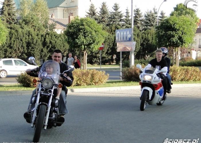motocyklisci i dzieci