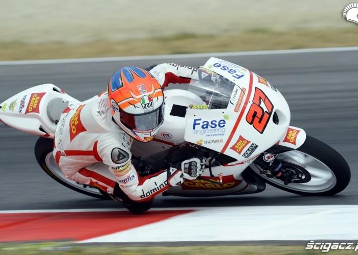 moto3 na kolanie