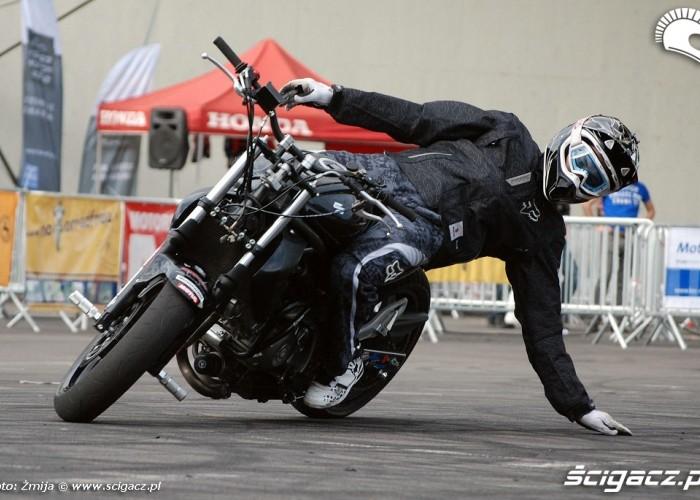 Suzuki Gladius do stuntu