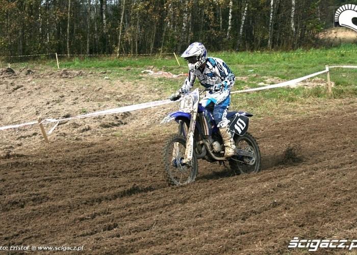 Cross Country Romanowka 2010 motocyklista z numerem 10