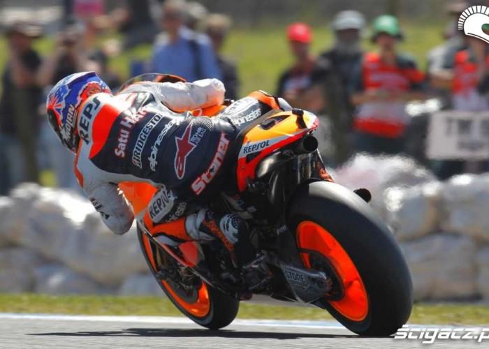 Casey Stoner GP 2011 wyjscie z zakretu