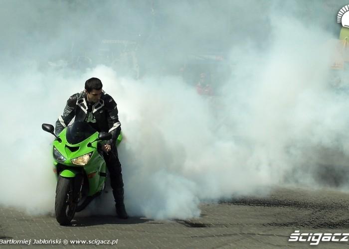 palenie gumy kawa Poznan 2011 - Motocyklowa Niedziela Na BP