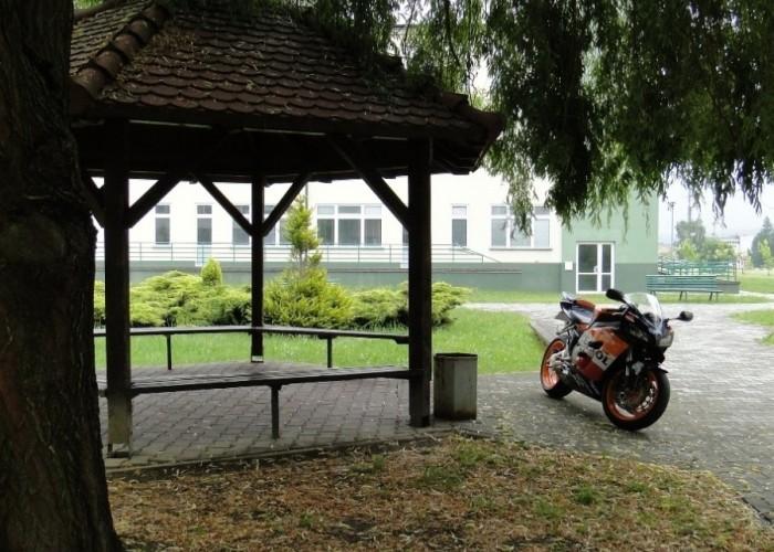 Honda CBR Repsol pod drzewem - dzien dziecka w rzeszowie 2011
