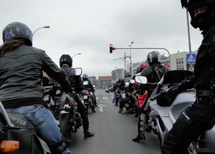 motocykle na czerwonym - dzien dziecka w rzeszowie 2011
