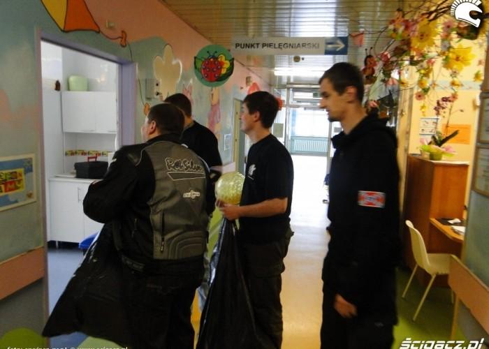 prezenty dla dzieci na sali - dzien dziecka w rzeszowie 2011