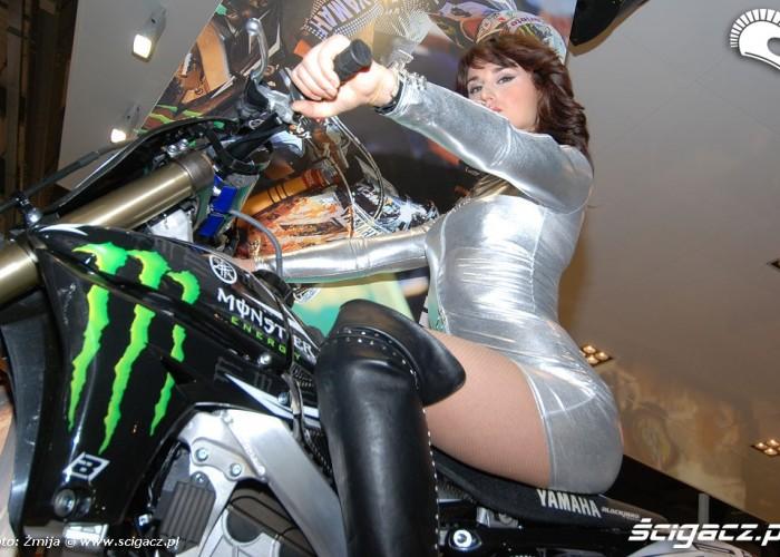 Dziewczyna Yamaha Monster