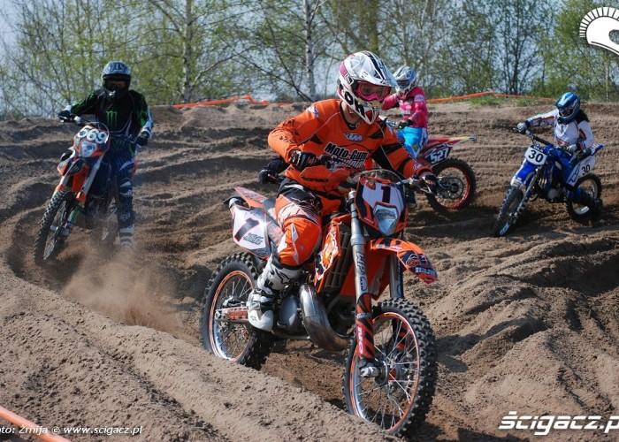 Dziewczyny w motocrossie