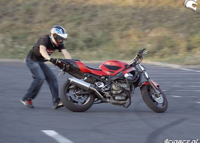 bieg za motocyklem