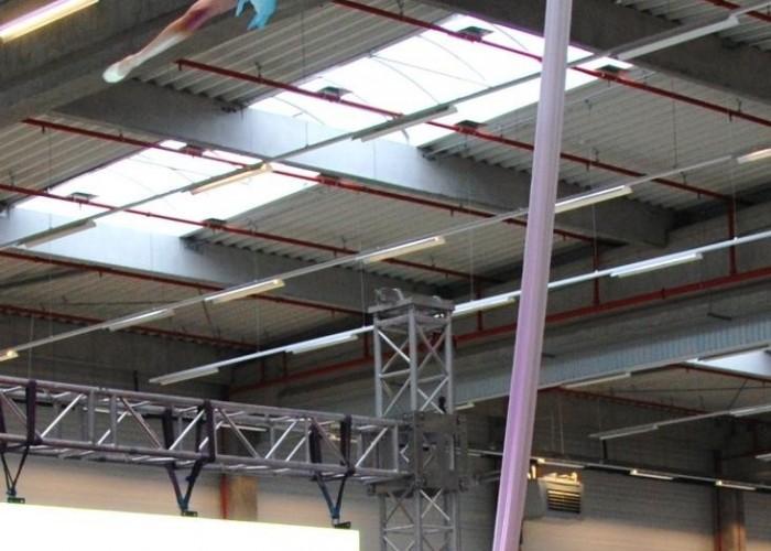 akrobacje nad scena Honda Centrum Logistyczne Pniewy