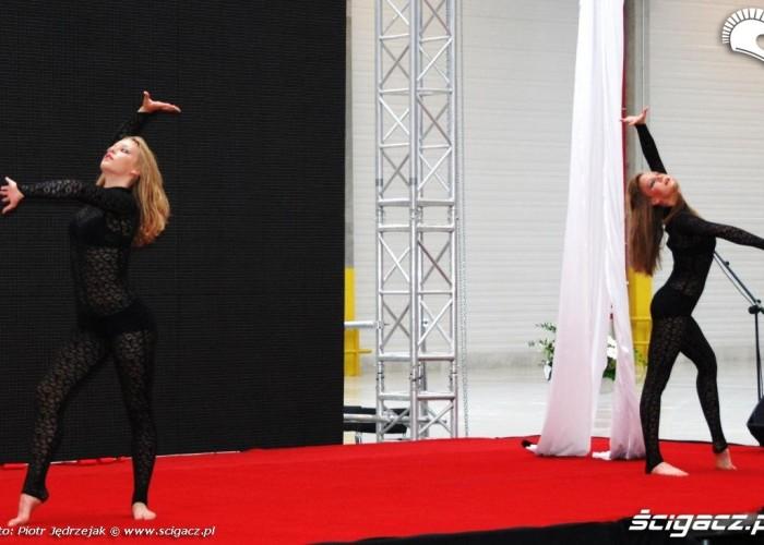 dziewczyny akrobatki Honda Centrum Logistyczne Pniewy