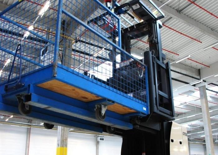 podnosnik z koszem Honda Centrum Logistyczne Pniewy