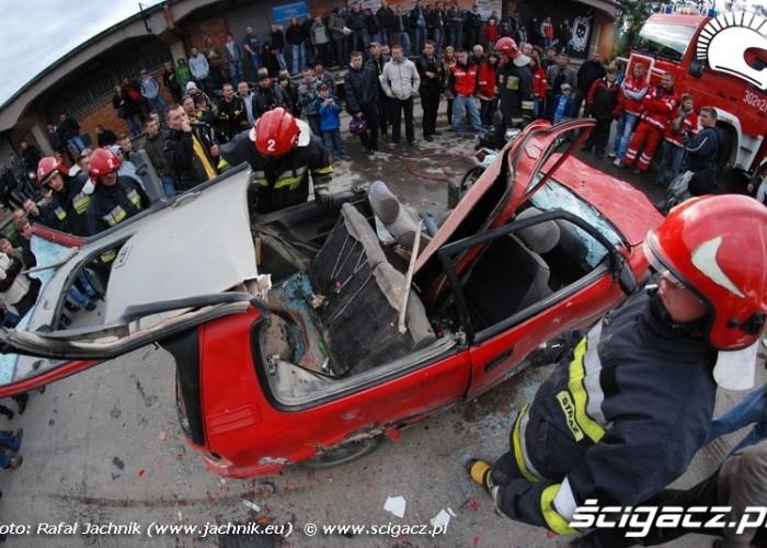 Podlaskie Zakonczenie Sezonu Motocylkowego 2010 Bialystok ciecie auta