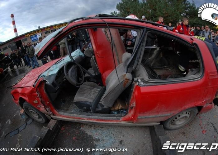 Podlaskie Zakonczenie Sezonu Motocylkowego 2010 Bialystok wydobywanie rannego