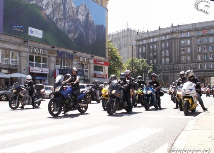motocykle na swiatlach protest przeciwko oplatom na autostradach