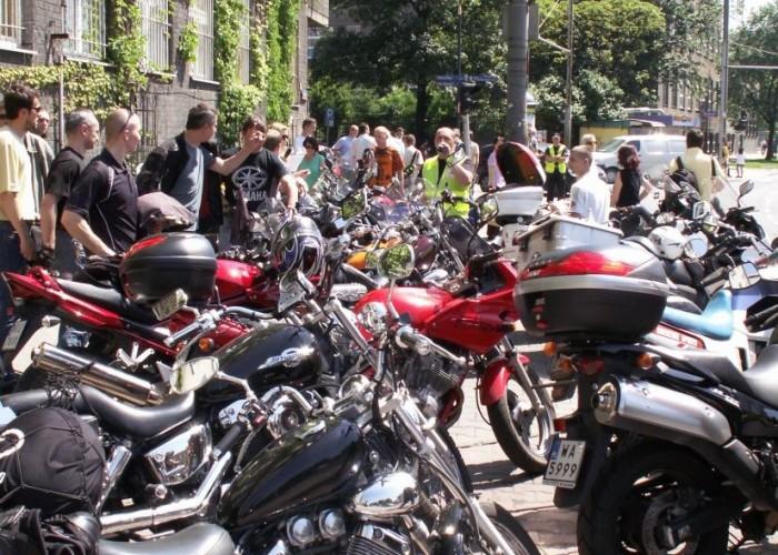 zaparkowane w chromie protest przeciwko oplatom na autostradach