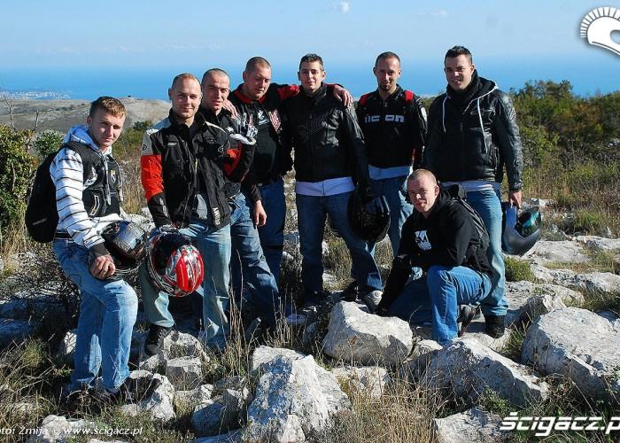 Ekipa w turystycznym wydaniu