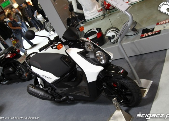Bus Yamaha Scooter Intermot 2011