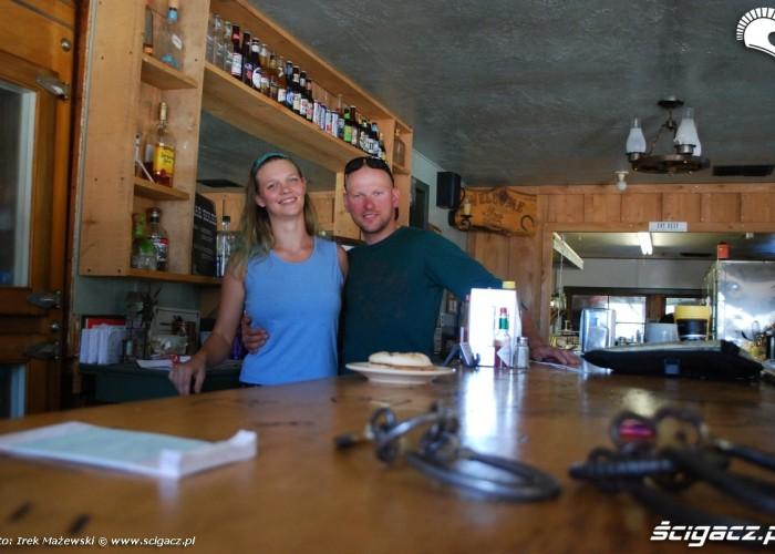 barmanka w saloonie