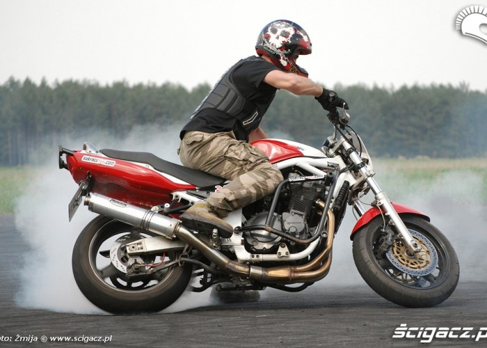 Cygan upalanie motocykla
