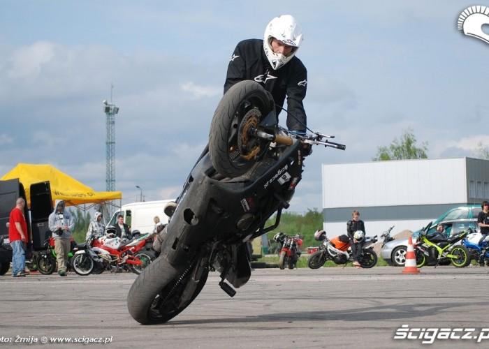 Ekstremalna jazda motocyklem Lukasz Belz
