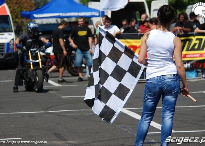 Dziewczyna z flaga