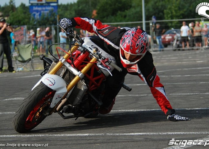 Stunter13 drifty na placu