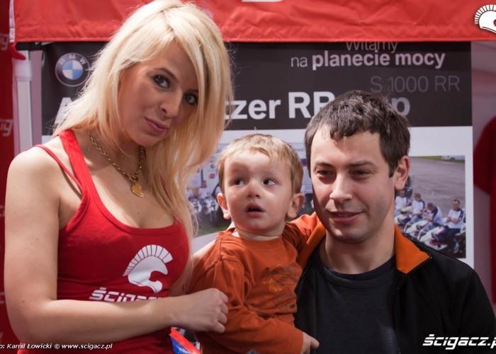 dziewczyna i zapatrzony chlopczyk Targi Motocyklowe Warszawa 2011 - III OWMiS