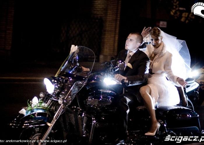 para mloda na motocyklu