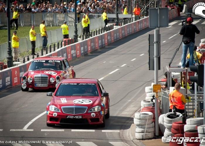 Dwa Pokolenia Mercedesa Street Racing