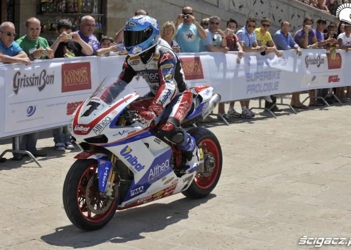 Carlos Checa przejazd po SanMarino