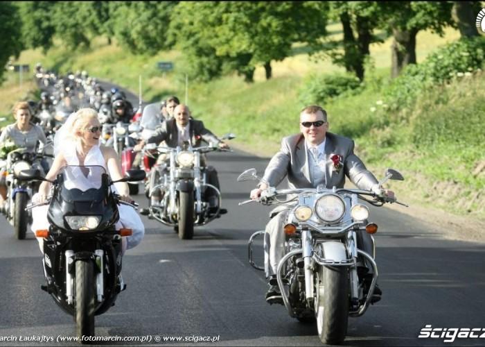 parada 150 motocykli slub Zaneta i Marcin