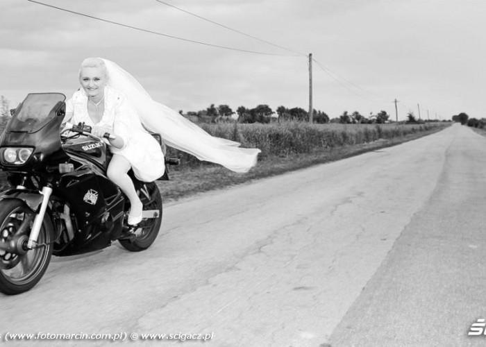 slub na motocyklu